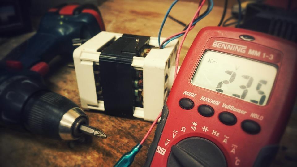 Les électriciens professionnels
